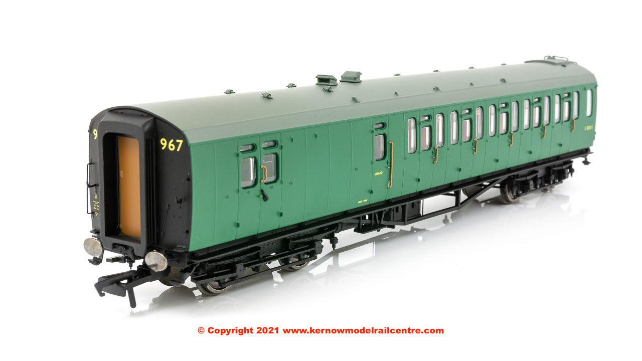 R4888E Hornby 59ft Bulleid Corridor Brake 3rd Class Coach number S2850S in BR SR Green livery - Era 4